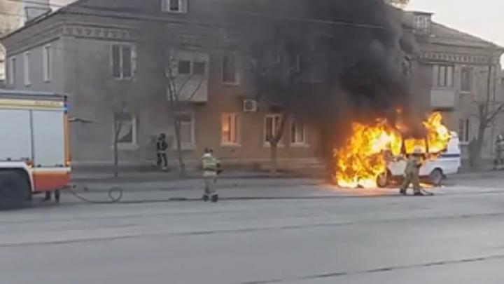 В Волгограде на ходу загорелась полицейская «Газель»