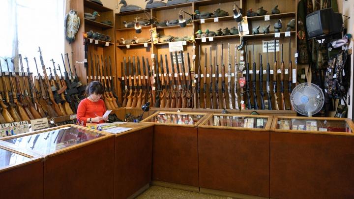 «Деньги на патроны — ушли на гречку»: полковник КГБ рассказал о спросе на оружие в Волгограде