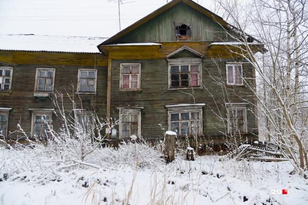 Иван Воронцов отметил, что для Сульфата не менее актуальна проблема не только аварийных деревяшек, но и изношенность в округе коммунальных сетей