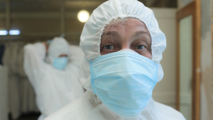 Первый новорождённый с COVID-19 и перевод ЧМК на удалёнку. Онлайн-репортаж о коронавирусе в Челябинске