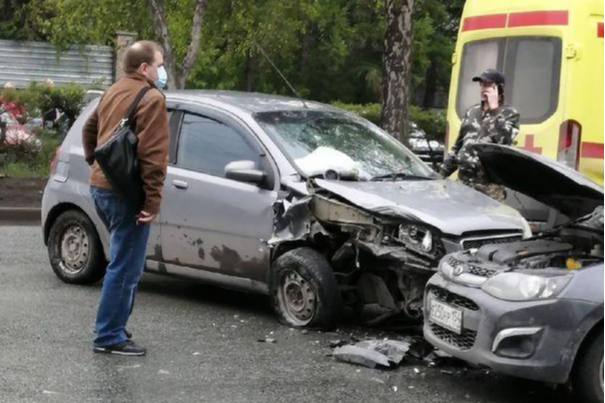 В массовой аварии на Петухова пострадал человек