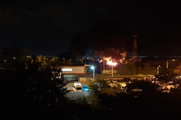Пожарные больше трех часов боролись с огнем