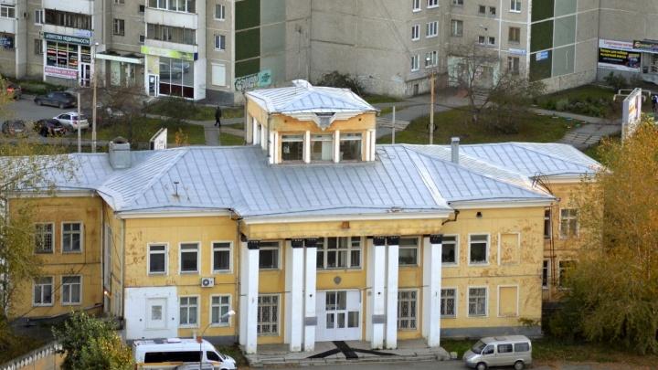 Судьбу здания аэропорта Уктус, которое хотят снести ради «золотого» автовокзала, решат в суде