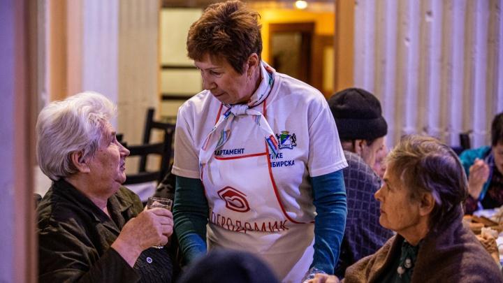 «Добродомик» остановил бесплатные обеды из-за коронавируса — продукты решили носить пенсионерам на дом