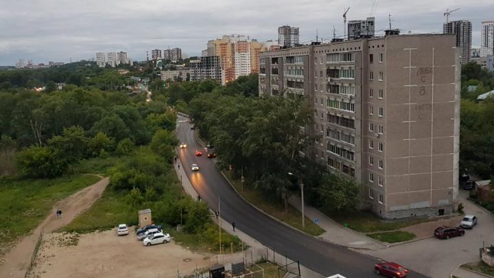 В Екатеринбурге закрыли на ремонт мост через Исеть. Автомобилисты не могут попасть домой