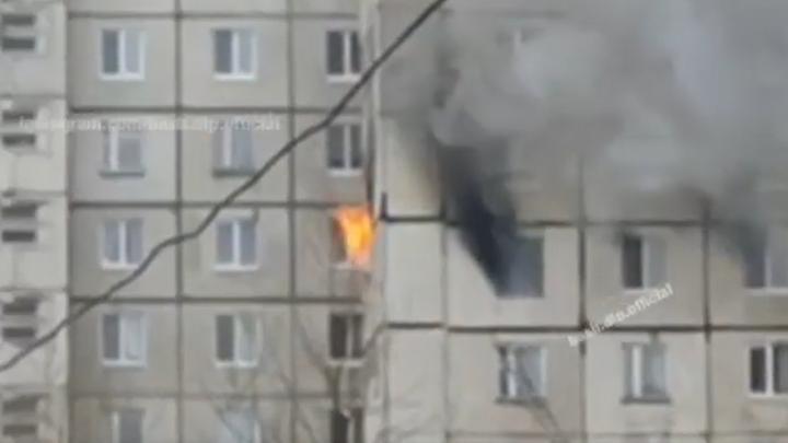 Появилось видео пожара в многоэтажке на Гагарина в Уфе