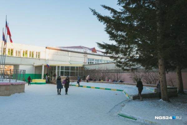 У гимназии №13 в Академгородке сейчас два филиала