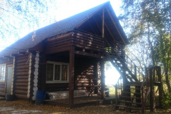 Сейчас база отдыха «Избушки» представлена домиками для сдачи в аренду