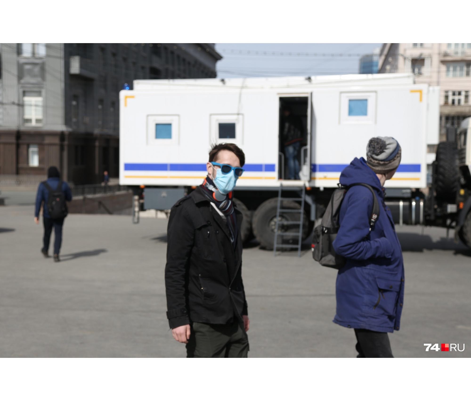 Во вторник днём на улицы Челябинска вывели машины с громкоговорителями, из которых жителей города просят оставаться дома
