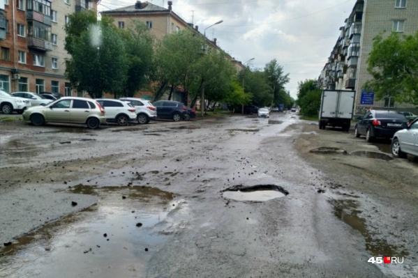 После дождей улица Кирова превращается в реку. Это планируют исправить правильным обустройством ливневки