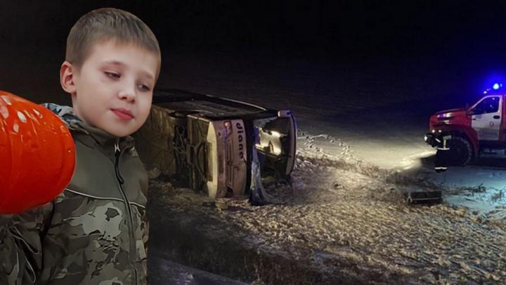 «Он сильный, я верю в это и молю всех святых»: родители искалеченного в автобусе мальчика надеются на спасение сына