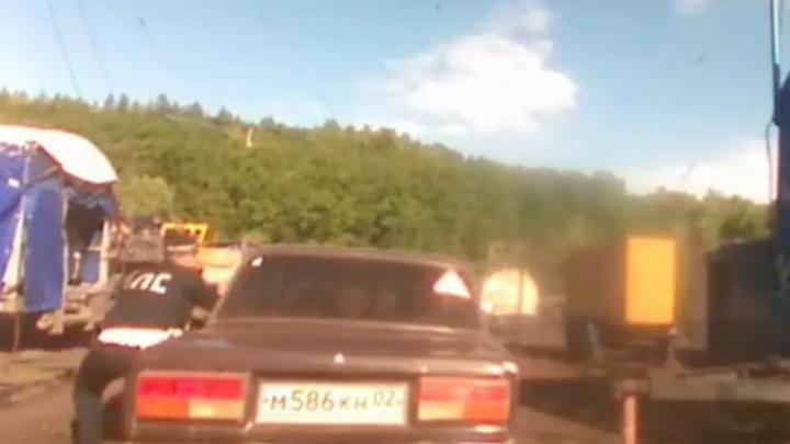 В Башкирии гаишники обстреляли машину нарушителя, есть видео