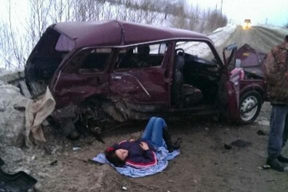 А вот пассажирке «Нивы» понадобилась помощь врачей