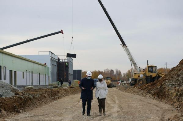 Так стройплощадка новой больницы выглядит сейчас