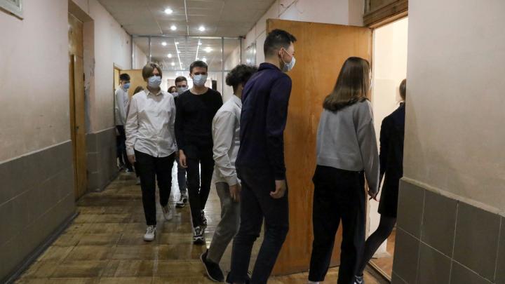 Нижегородские власти провели опрос, как должны учиться школьники. Но его пришлось срочно закрыть
