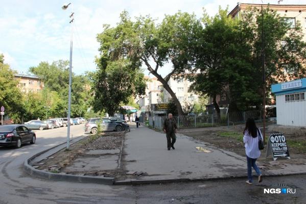 Улица Перевозчикова соединяет площадь Калинина и Дачную