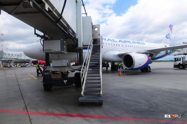 В «Уральских авиалиниях» возникла очередь на возврат билетов