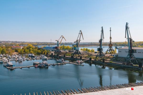 Сейчас порт находится на стрелке Волги и Самары