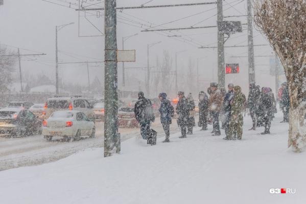 В губернии зима не сдаёт свои позиции