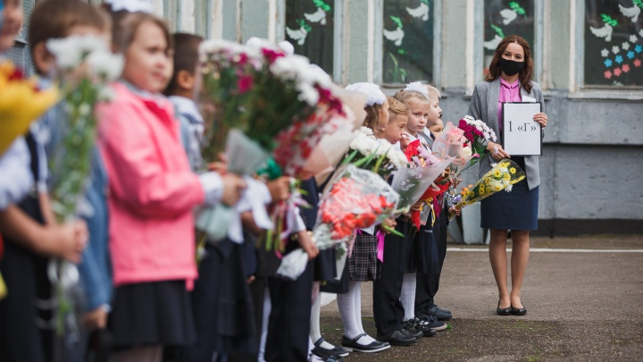 Коронавирусное 1 сентября в кемеровских школах: показываем, как это было