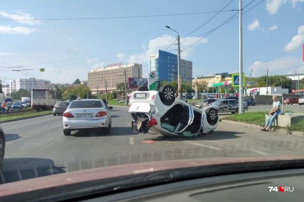 Пассажирке иномарки понадобилась помощь врачей