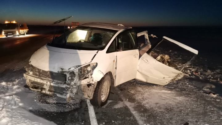 Появились фотографии с места смертельного ДТП с тремя фурами на новосибирской трассе