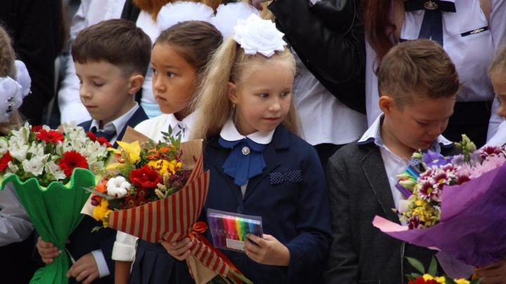 В Минобре Челябинской области рассказали, пустят ли родителей первоклассников на линейки 1 сентября