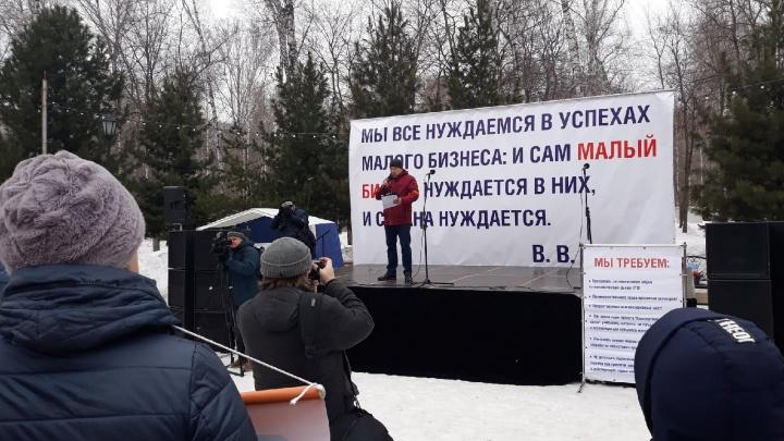 «Я теряю практически всё»: бизнесмены Новосибирска вышли на митинг против проекта умных остановок