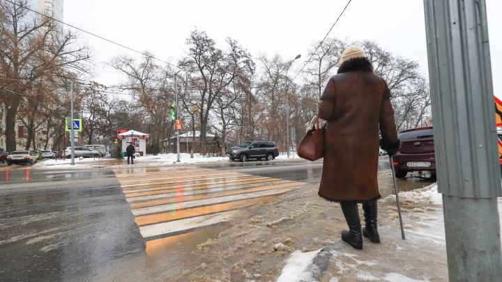 Новый рекорд по смертям от COVID-19 и ледяной дождь: события 2 декабря
