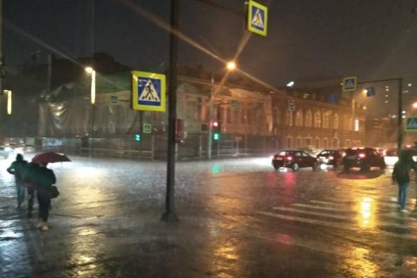 По данным «Яндекс.Пробки», практически во всём городе затруднено движение на дорогах