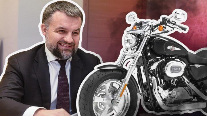 Самый богатый чиновник мэрии Екатеринбурга отчитался о доходе в 15,7 миллиона и харлее в гараже