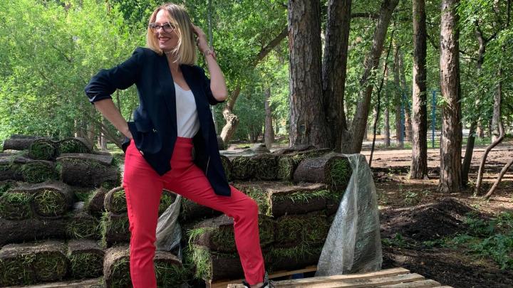 «Мы молча перелетали через бурелом»: екатеринбурженка с маленькими детьми встретила в лесу медведя