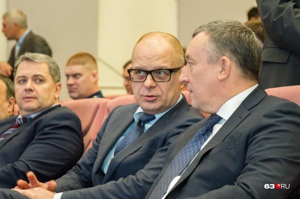 Александр Карпушкин (в центре) много лет работал с Дмитрием Азаровым