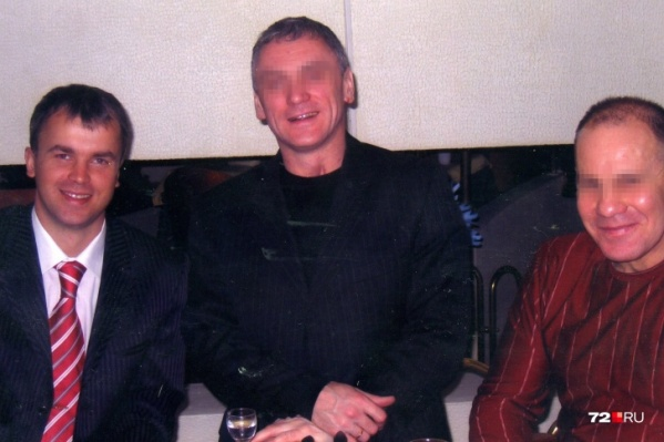Сергей Княжев (слева) с партнерами — Эдуардом Ермишкиным (по центру) и Сергеем Хомичем (справа). Сергей Хомич обвиняется в том, что помогал распродать имущество убитого партнера по поддельным документам