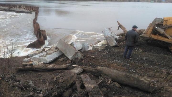 Власти объявили жителям Кусы, что нужно приготовиться к эвакуации. Может прорвать дамбу