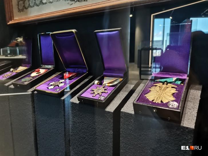 В музейной коллекции японских орденов есть награды из чистого золота