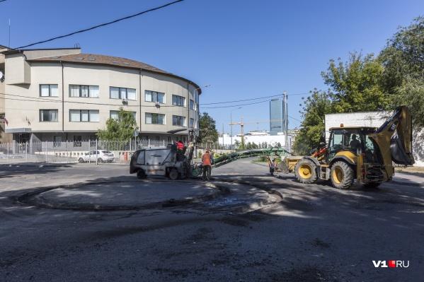 Работы на дороге в Ворошиловском районе завершатся завтрашним вечером