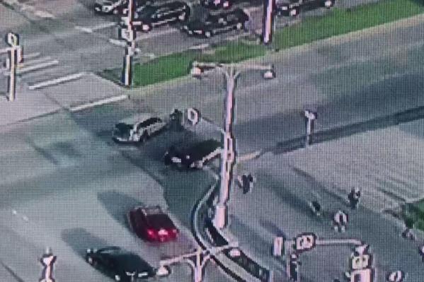 Велосипедист пытался на скорости проехать пешеходный переход