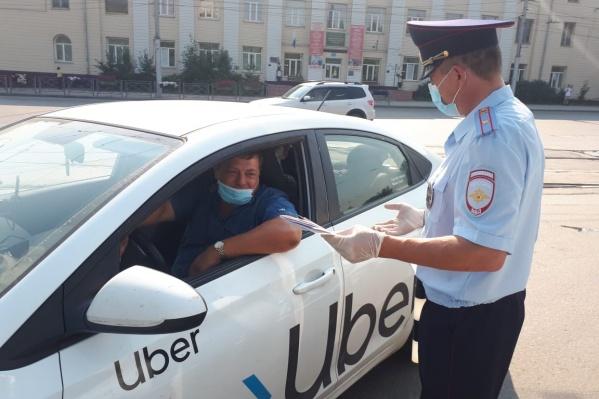 ГИБДД проверяет таксистов