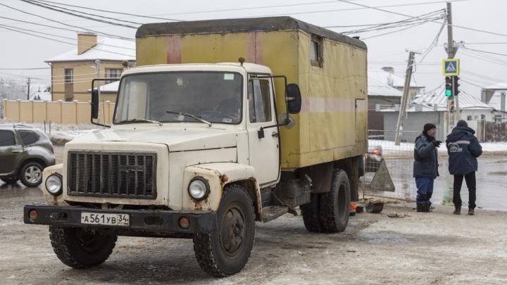 «Лучший подарок — бутылка воды?»: два микрорайона в Волгограде остались без холодной воды