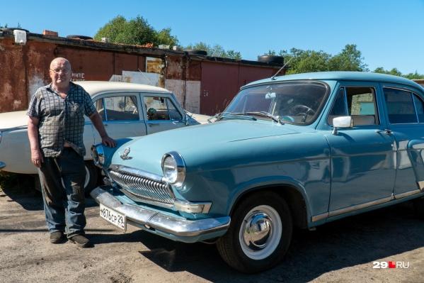 Голубая «Волга» — 1964 года рождения, а бежевая — 1965-го