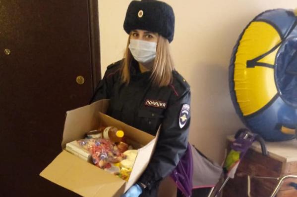 Сотрудники ПДН доставили продуктовые наборы первой необходимости в 92 семьи