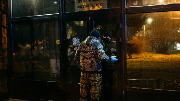 В правительстве Омской области прокомментировали протест медиков у здания Минздрава