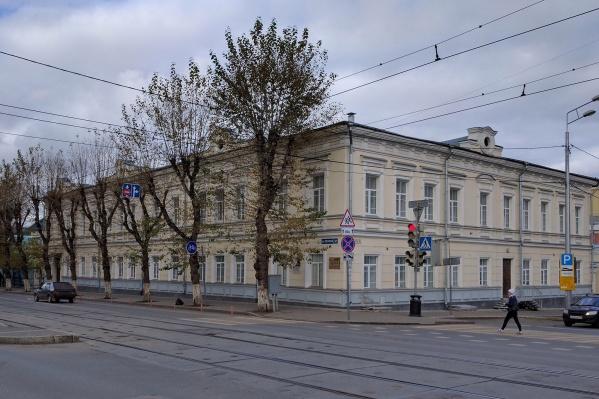 Гимназия расположена в центре Перми