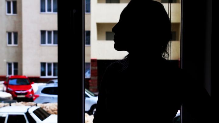 Боятся, что их узнают, и мечтают изменить внешность: откровения уфимских работниц секс-услуг
