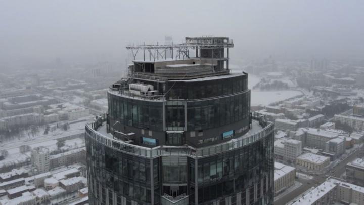 Андрей Гавриловский заморозил стройку бассейна на крыше «Высоцкого»