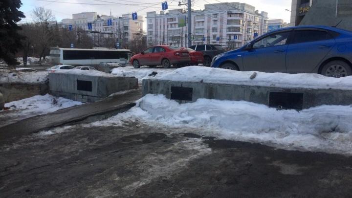 В центре Челябинска после скандала убрали персональные места на парковке