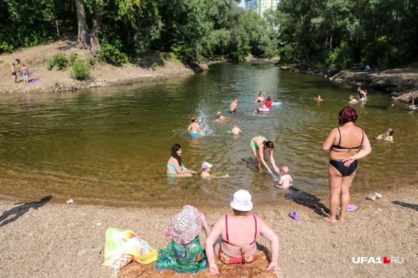 Жители Башкирии от жары спасаются на водоемах<br>