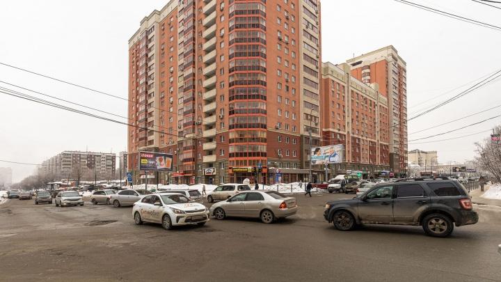 Самый глупый перекрёсток: место возле «Ауры», где сходятся 5 дорог — водители путаются