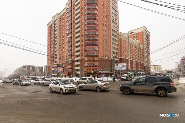 Пересечение улицОрджоникидзе, Военной и Семьи Шамшиных